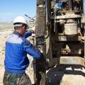 Ölabfälle durchbohrt