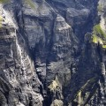 unendlich hoch wirkende Wasserfälle