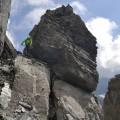 kleiner Stone zwischen Großen