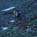 Im Schotterfeld beim Hinterradversetzen.